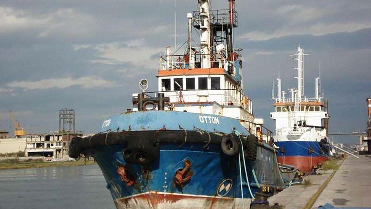 In de wrakke zeesleper Otton werden 35 balen met elk dertig kilo coke verstopt Beeld politie