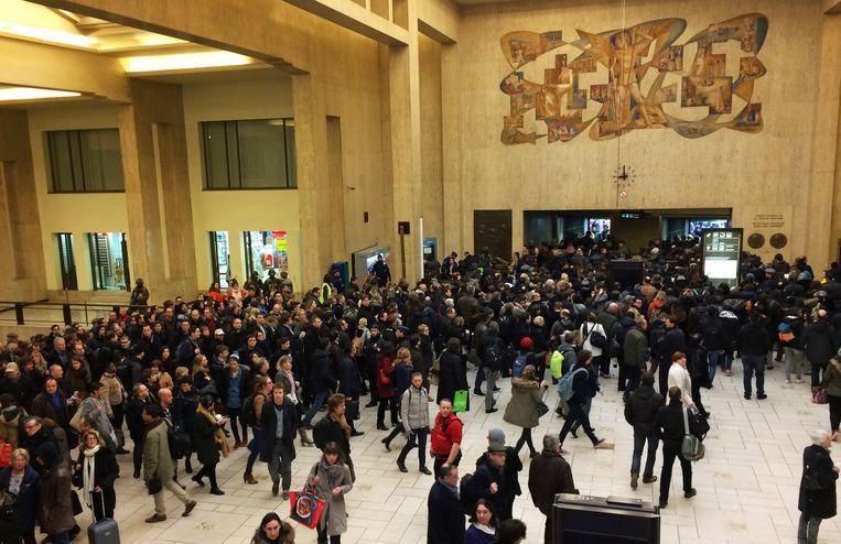 De pendelaars zijn terug in station Brussel-Centraal.  Beeld Belga