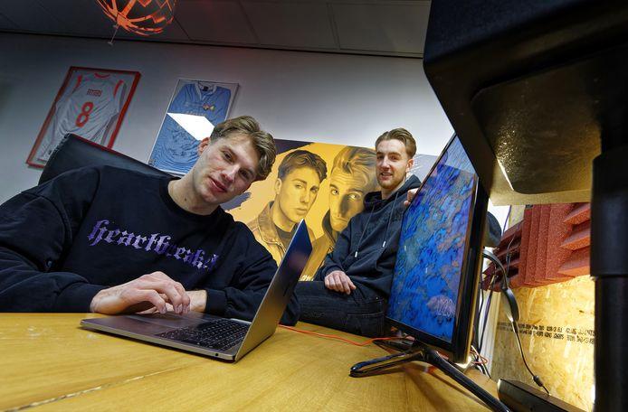 Mathijs Fitters (voorgrond) en zijn broer Thomas.