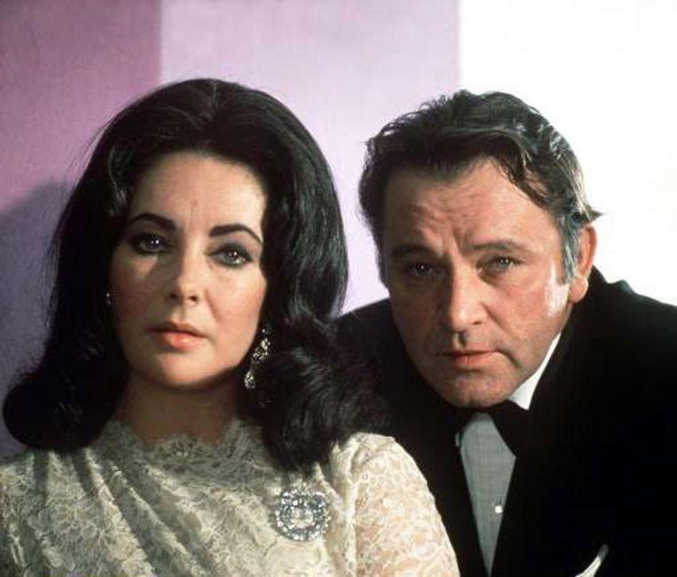 Met Richard Burton vormde Taylor het ultieme showbizzkoppel, hoe stormachtig hun huwelijk ook was. Beeld UNKNOWN