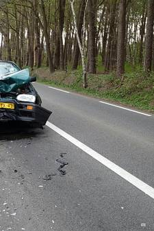 Flinke botsing met tractor en auto in Geesteren, 1 persoon naar ziekenhuis