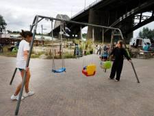 De Kaaij staat weer op haar stekkie onder de brug: nu is het wachten nog op de zomer