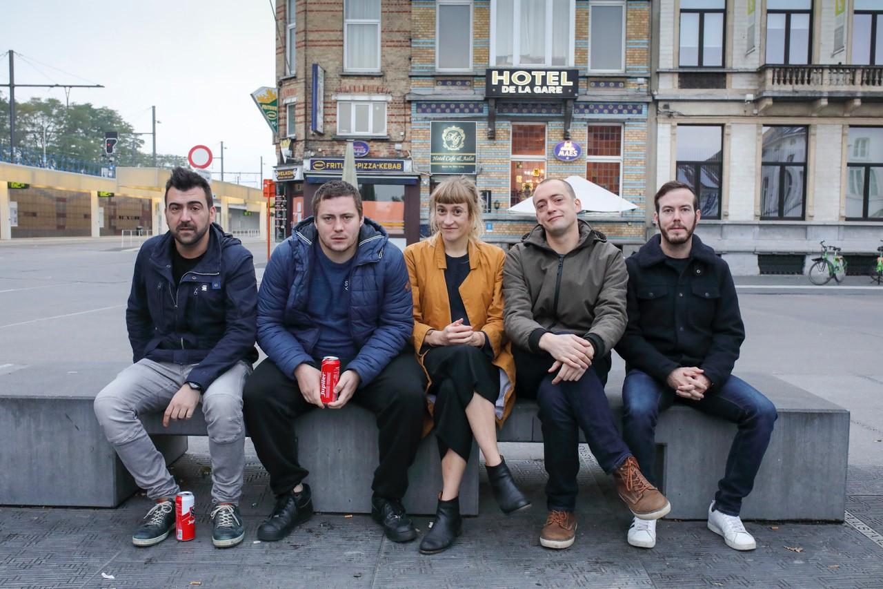 Acteurs Joeri Schelfhout, Giovanni Verdonck, Charlotte Hanssens, Pieter Siau, Sergi Jiménez brengen 'De broers Geboers' in GC De Volkskring in Lede.