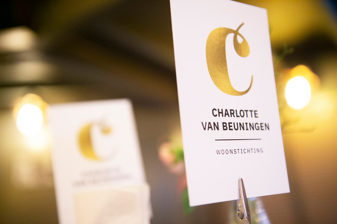 Het logo van woonstichting Charlotte van Beuningen.