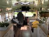 """Christel bouwt Amerikaanse bus om tot gezellig huis op wielen: """"Gevoel van vrijheid is fantastisch"""""""