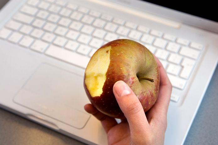 Het eten van een appel wekt bij sommige mensen veel irritatie op.