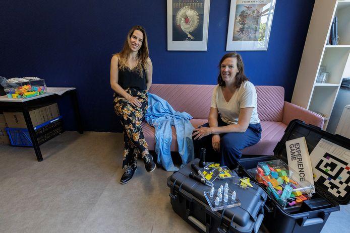 Anke van Vark en Anne Veenstra richtten samen Coded Club op, en maken escaperooms voor bedrijven.