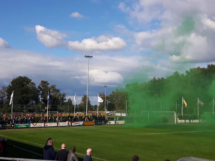 Vuurwerk voor aanvang van het duel. Foto: Jesper Langbroek