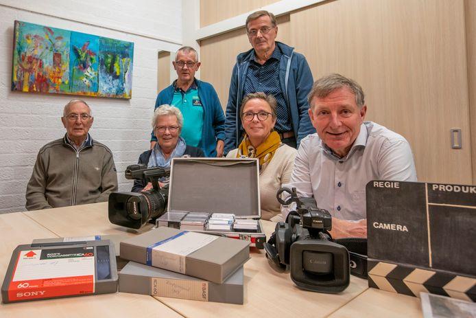 Filmclub Riethoven. v.l.n.r. achter Wil Tilborghs en Ger van Grotel,  vooraan Wim Cremers, Riek Smits, Ria Senden en Ger Cremers.
