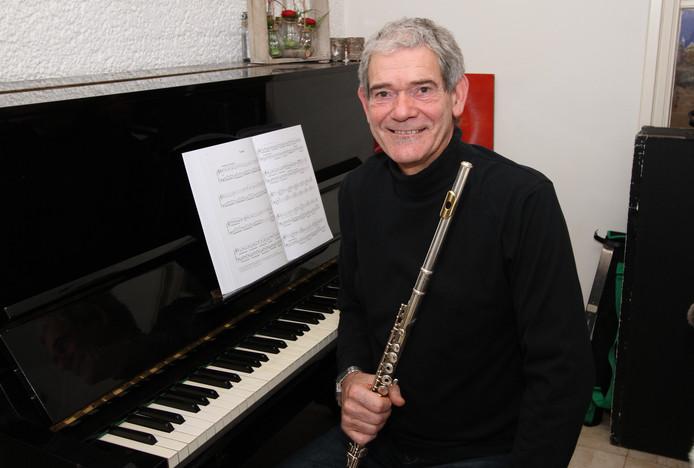 Dirigent Stef Bazelmans zwaait zondag af met een afscheidsconcert in De Schalm inVeldhoven.