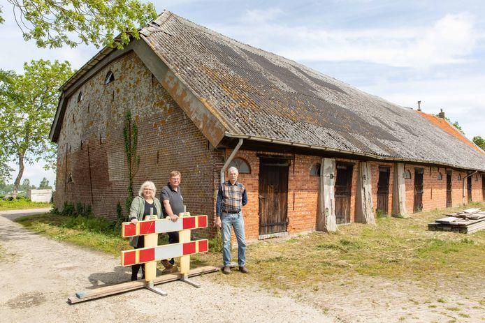 Rosita de Bok, Hans Smeenk (toekomstige eigenaren) en Dies Dorst (huidige eigenaar) (vlnr)