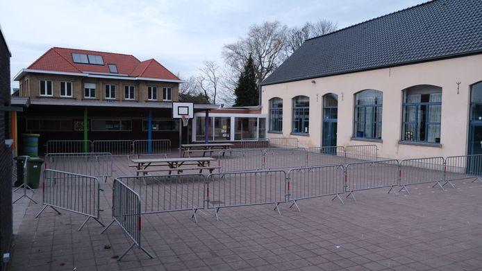 De lagere school in Westouter is gesloten na bijkomende coronabesmettingen.