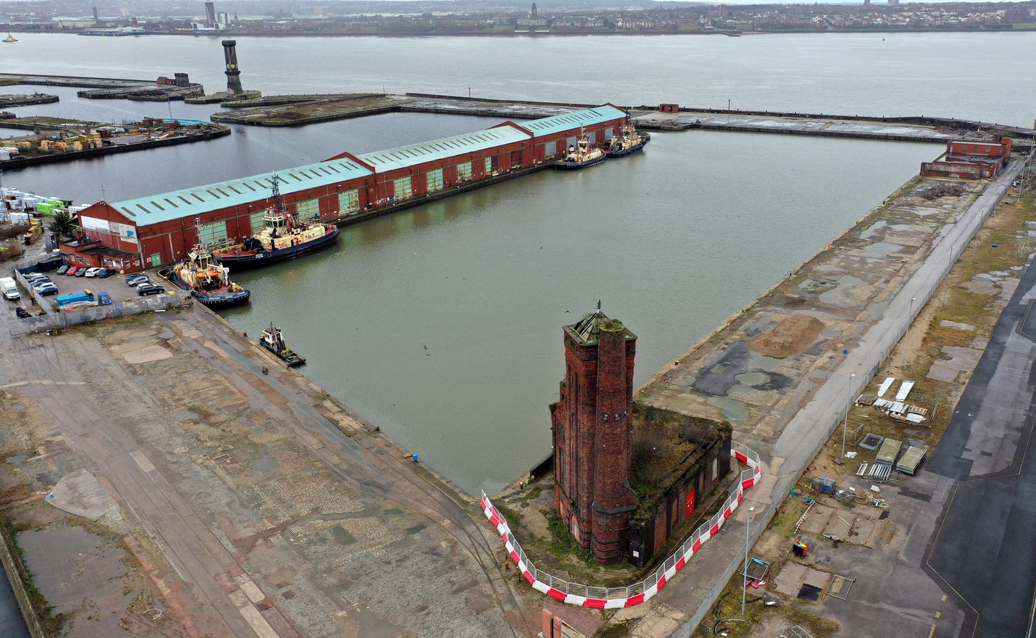 Het huidige Bramley Moore Dock, waar met instemming van gemeente en overheid het nieuwe stadion moet komen.