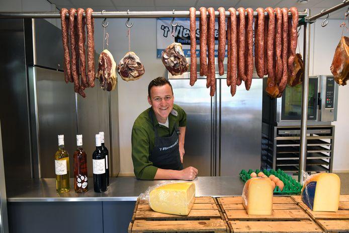 Marvin de Beer, speler van Moerse Boys, heeft een eigen slagerij in Schijf: 't Vleeswienkeltje.