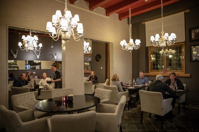 Hotel-restaurant Het Raedthuys in Sint-Maartensdijk.