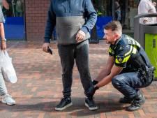In deze wijk in Schiedam moeten mensen niet raar opkijken als ze preventief worden gefouilleerd