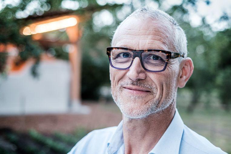 """Herman Tournaye, van het Centrum voor Reproductieve Geneeskunde (UZ Brussel): """"Het is nog vroeg, ook voor gezonde vrouwen. Er is nog veel meer onderzoek nodig."""" Beeld Bob Van Mol"""
