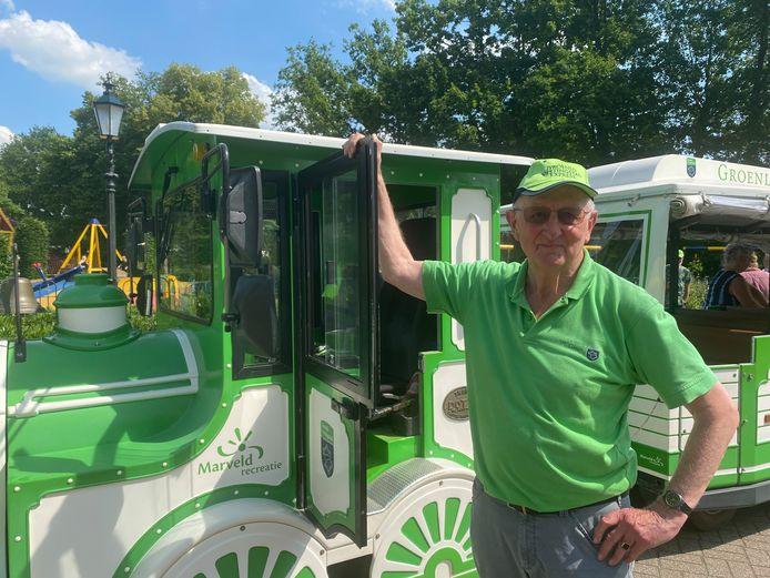 Theo Bloemenkamp voor zijn treintje in Groenlo, één van de tips van de studenten.