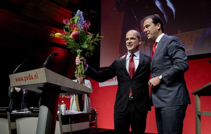 Diederik Samsom en Lodewijk Asscher tijdens het PvdA partijcongres in de aanloop naar de Tweede Kamerverkiezingen.