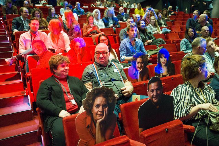 Cabaretier Guido Weijers mag op deze zaterdagmiddag in het Beatrixtheater in Utrecht bij wijze van experiment maar liefst vijfhonderd toeschouwers ontvangen.  Beeld Arie Kievit