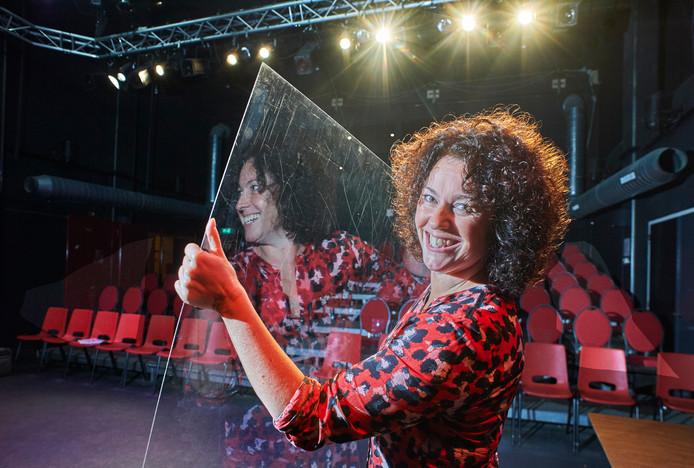 Marielle van Duijnhoven hoopt dat haar voorstelling vermakelijk en verhelderend is.