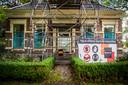 Een monumentaal pand in Loppersum dat door de aardbevingen flinke schade heeft opgelopen