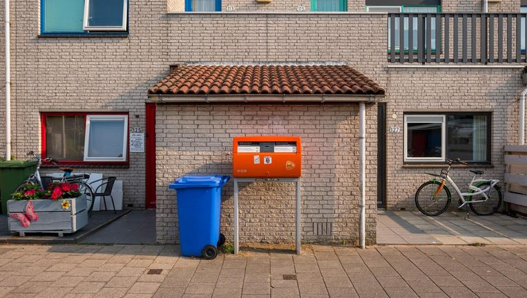 In 2000 werden nog 22 miljoen brieven per dag bezorgd; nu zijn dat er nog maar 8 miljoen. Beeld David van Dam/De Beeldunie
