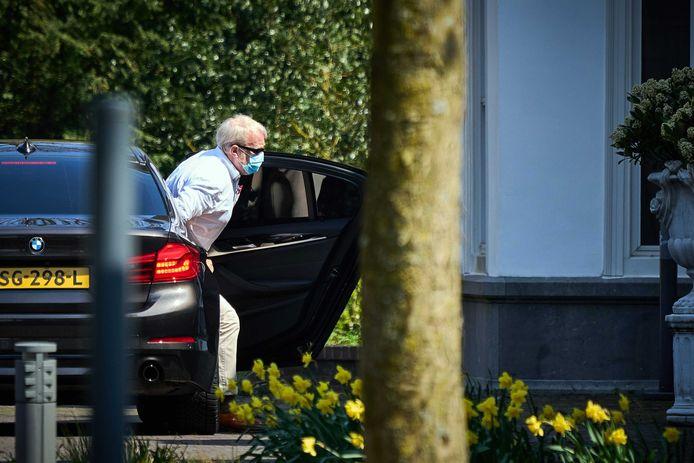 Jaap van Dissel (RIVM) arriveert bij het Catshuis voor overleg tussen het demissionair kabinet en deskundigen over het coronavirus.