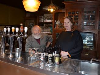 Afscheid van Lokers horecamonument: Nolle en Gina trekken na veertig jaar stekker uit café Donkere Wolk