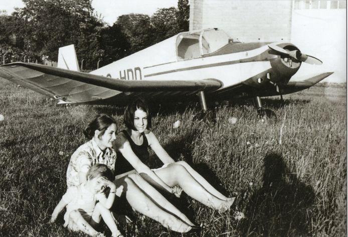 1967. Gezinsuitstap naar het vliegveld van Sint-Denijs-Westrem.