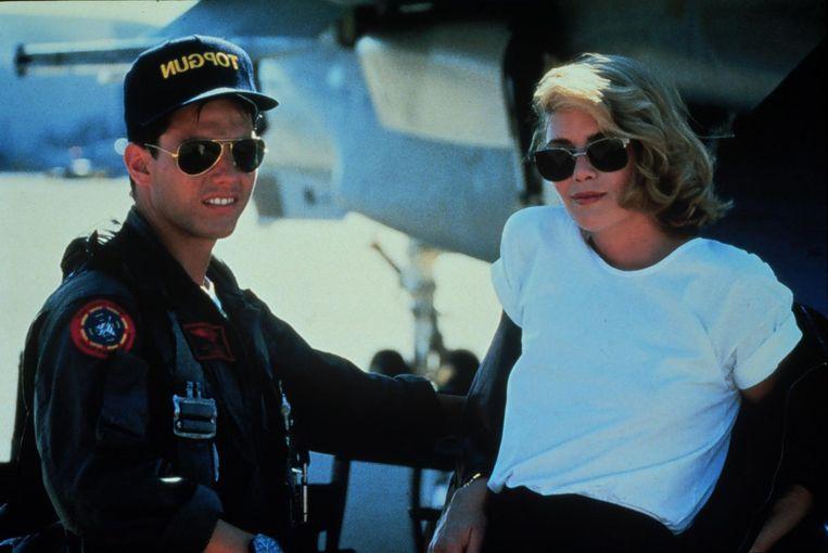 Tom Cruise, met zijn iconische Ray-Ban-zonnebril, en Kely McGillis in 'Top Gun'. Beeld anp