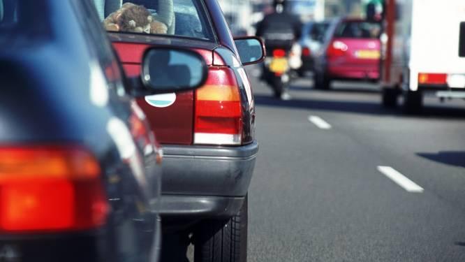 A58 vanaf Moergestel dicht door ongeluk, verkeer over de vluchtstrook