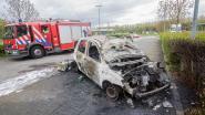 Gasfles in auto ontbrandt na opsteken sigaret
