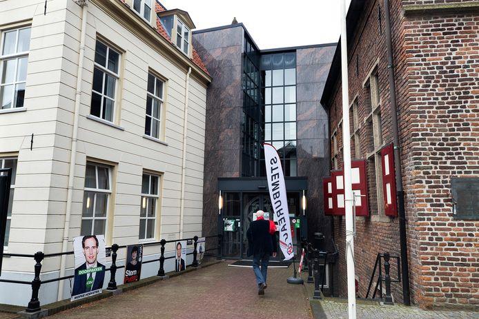 Stemmen op het gemeentehuis in Doesburg.