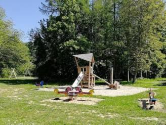 Masturberende man betrapt tegenover jong meisje aan speelplein Walleke in Ename