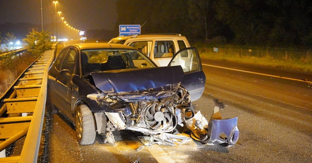 Vijf autos betrokken bij groot ongeluk op A73 bij Nijmegen, één gewonde.