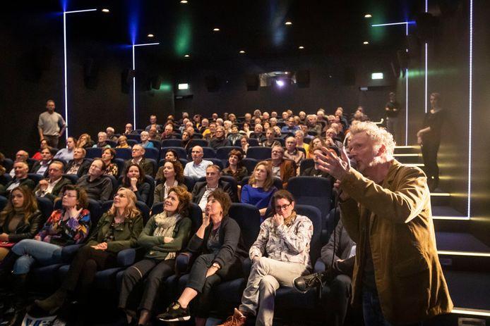 In het kader van World Press Photo in Helmond gaf fotograaf Kees Martens een lezing voor lezers van het Eindhovens Dagblad. Vlak daarna ging Nederland in lockdown.
