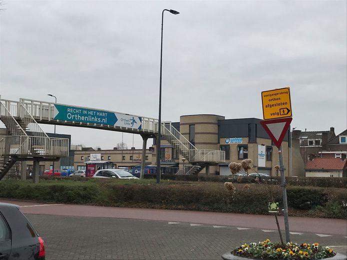 De voetgangersbrug  over de Orthenseweg die ruim een jaar geleden is afgebroken.