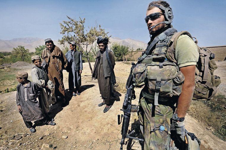 Een Nederlandse militair in Afghanistan. Beeld Raymond Rutting / de Volkskrant