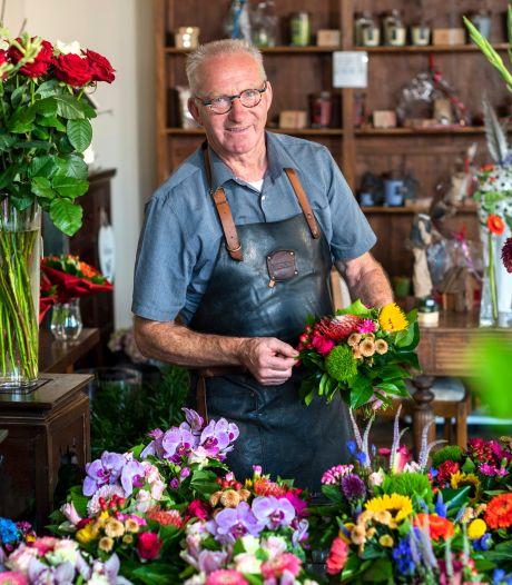 Herman Fonteijn kijkt uit naar zijn laatste boeket en dan op naar de wilde bloemen van Meinerswijk