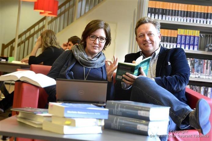 Frans Schoondermark, rechts, met docent Nederlands Karin Voskuil