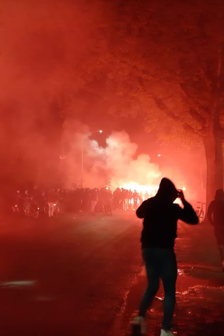 Rellen bij stadion De Vijverberg na mislopen promotie, ook Graafschap-voorzitter Mos belaagd: 'Klootzakken'