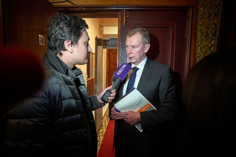 De Russische ambassadeur Alexander Sjoelgin na afloop van de persconferentie op de Russische ambassade. Beeld Phil Nijhuis