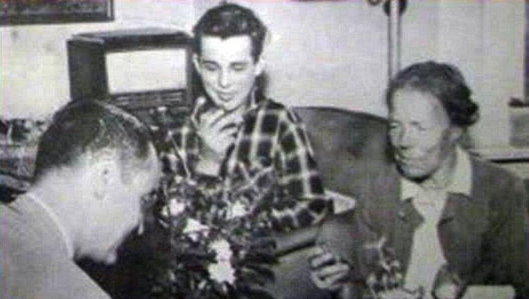 Leonid Kulikovsky (midden) met zijn grootmoeder en haar biograaf Beeld LiveInternet.ru