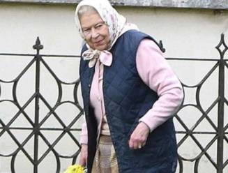 Her Royal Highness bezoekt haar achterkleinkind Louis voor het eerst en doet dat per helikopter