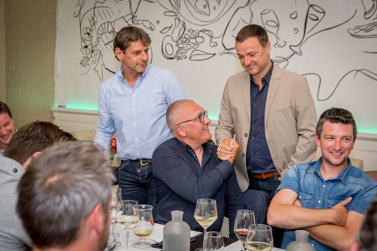 Van Meir in mei van dit jaar tijdens de reünie van de kampioenenploeg van Lierse 20 jaar na datum, met Bovri (l), Serneels en Moons (r). Beeld photo_news