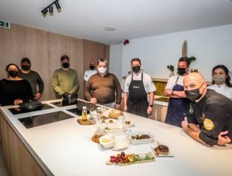 """Acht Oostendse horecatoppers stellen puik afhaalmenu samen voor oudejaar: """"Van cocktail tot dessert, iedereen draagt bij in geheel eigen stijl"""""""