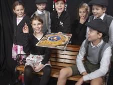Deze jonge acteurs spelen oorlogskinderen voor lege zaal: 'We laten ons niet wéér van het toneel spelen door corona'