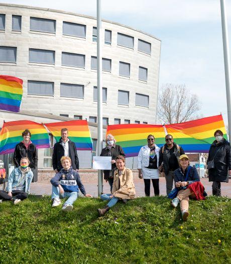 Regenboogvlag in top of halfstok: raad besluit vandaag over al dan niet hijsen van lhbti-symbool
