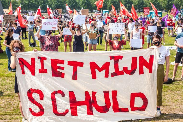 Studenten protesteren tegen het leenstelsel op het Malieveld.  Beeld Joris van Gennip